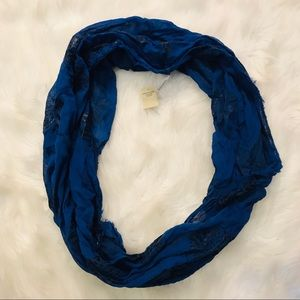 5 for $25 AEO infinity scarf blue and black ❤️
